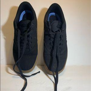 Nikes low top sneakers